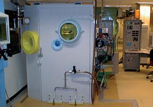 Strumento SIMS ad alte prestazioni per l'analisi di campioni radioattivi