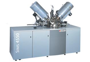 Il CAMECA SIMS 4550 offre funzionalità estese per profilature di profondità, elementi in tracce e misure di composizione di strati sottili in Si, high-k, SiGe e altri materiali composti come III-V per dispositivi ottici.